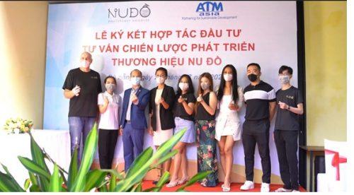 ATM Asia và Nu Đồ Chụp ảnh lư niệm cùng đôi tác Hongkong